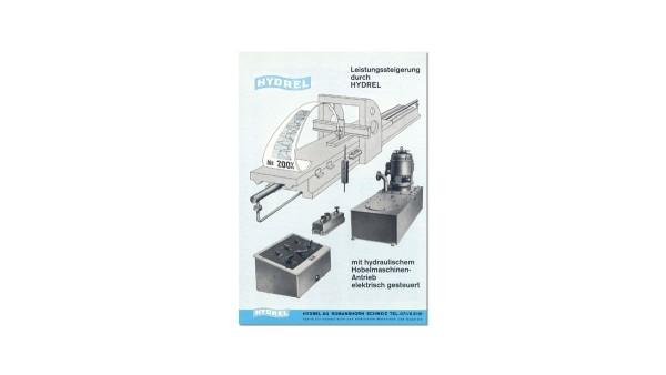 Erste Aktivität der Maschinenfabrik ist die Umrüstung von Hobel- und Messermaschinen von mechanischen auf hydraulisch-elektrische Antriebe. Daher der Name HYDR-EL.