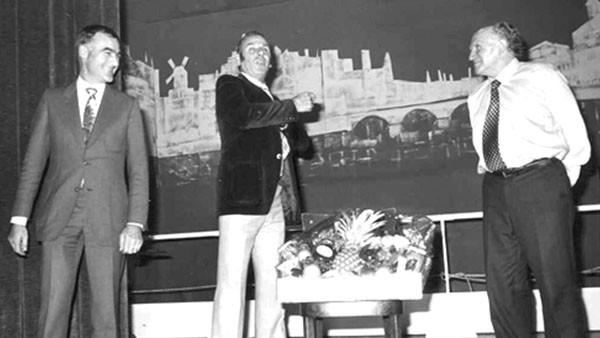Hinschied von Dr. Roland B. Bertsch, Geschäftsführer seit 1974 und Co-Eigentümer der Hydrel AG (auf Foto links, anlässlich Betriebsabend).